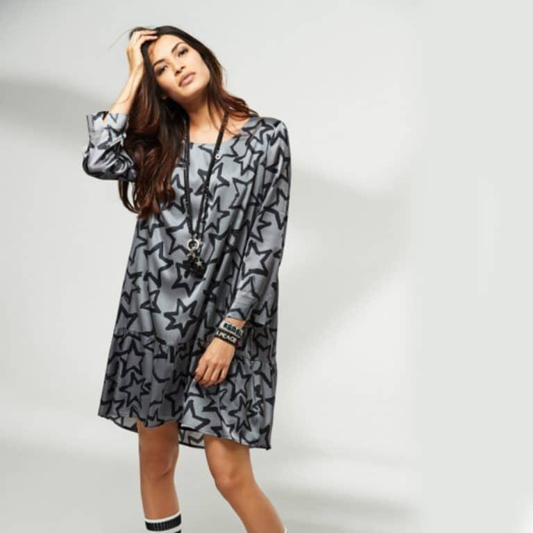 graues Kleid mit schwarzen Sternen für Frauen in Baunatal